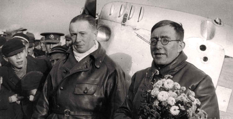 Lendurid kapten Döring ja Ungern-Sternberg Viljandis pärast 5000 km pikkuse lennu sooritamist ümber Euroopa lennukil ES-UST