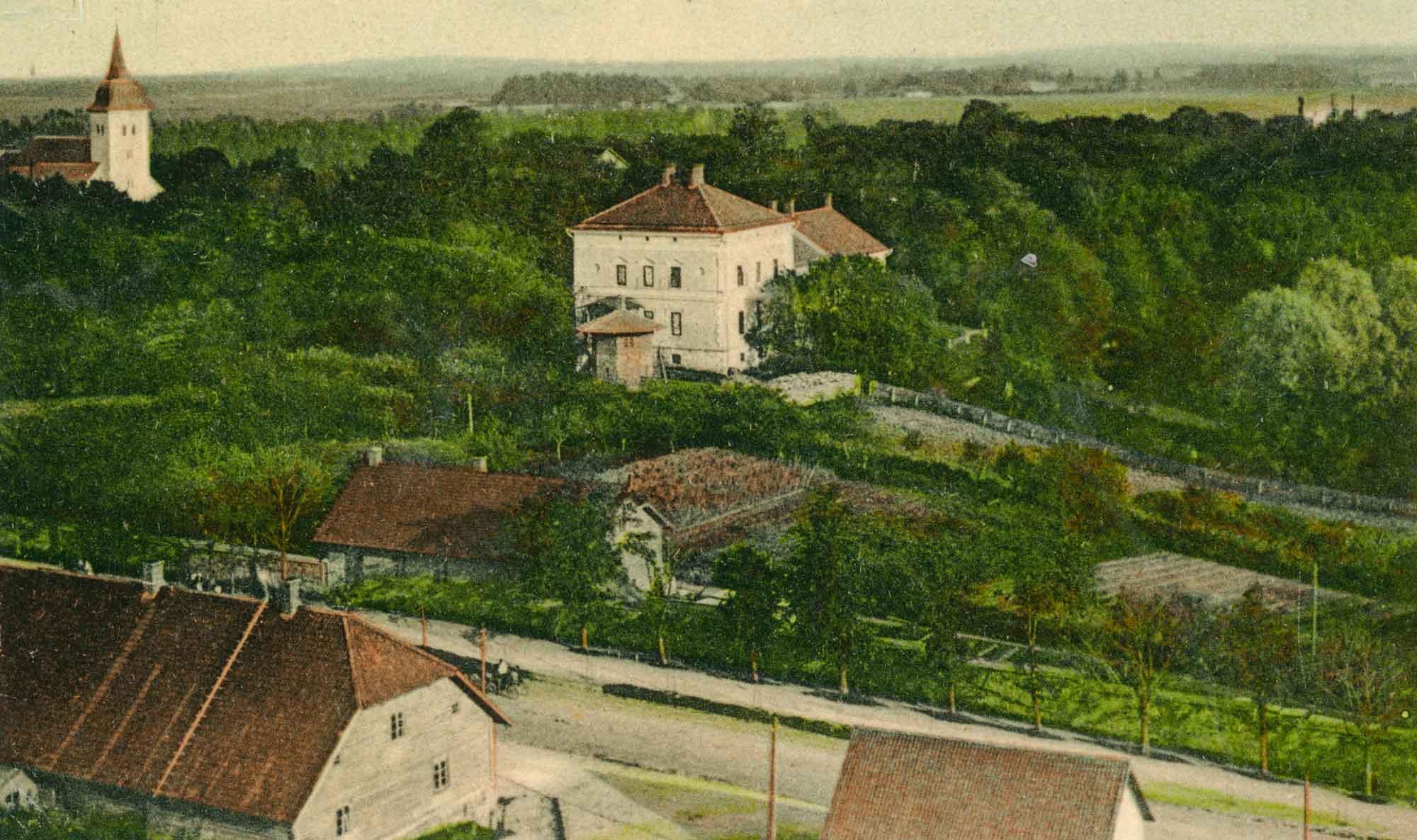 Vaade Viljandile: Vaksali tänav, mõisa peahoone ja aed ning Jaani kirik